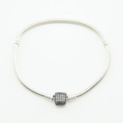 Серебряные браслеты и шармы Pandora