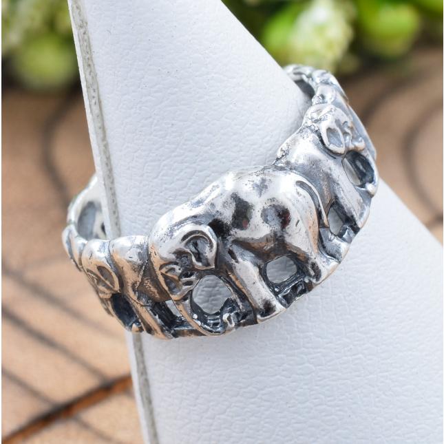 Кольцо серебряное женское Слоники вес 2.64 г размер 15.5