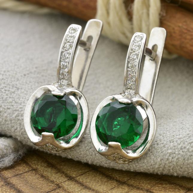Серебряные серьги Максима размер 19х10 мм вставка зеленые фианиты вес 3.8 г