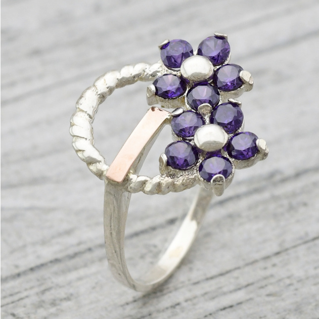 Кольцо серебряное женское Фиалка вставка фиолетовые фианиты
