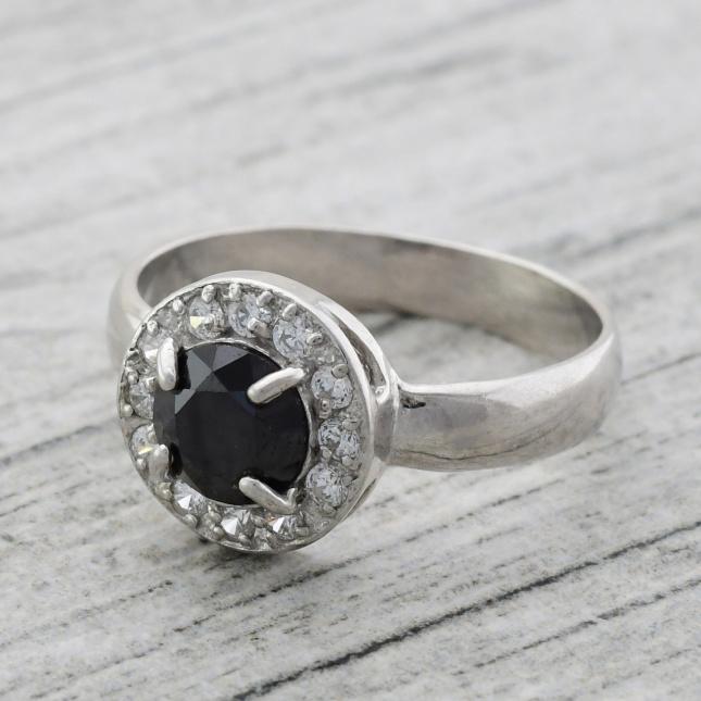 Кольцо серебряное женское Бездна вставка чёрный фианит