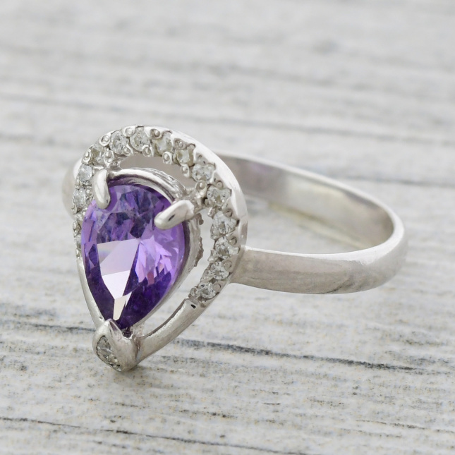 Кольцо серебряное женское Лана вставка фиолетовый и белые фианиты