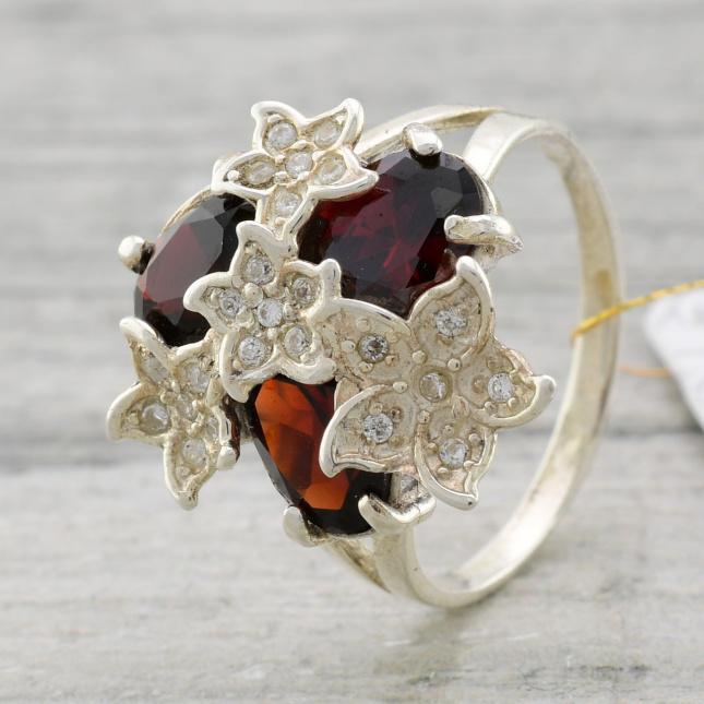 Кольцо серебряное ЯК84красн женское Букет вставка красные и белые фианиты