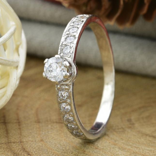 Кольцо серебряное женское Невеста вставка белые фианиты