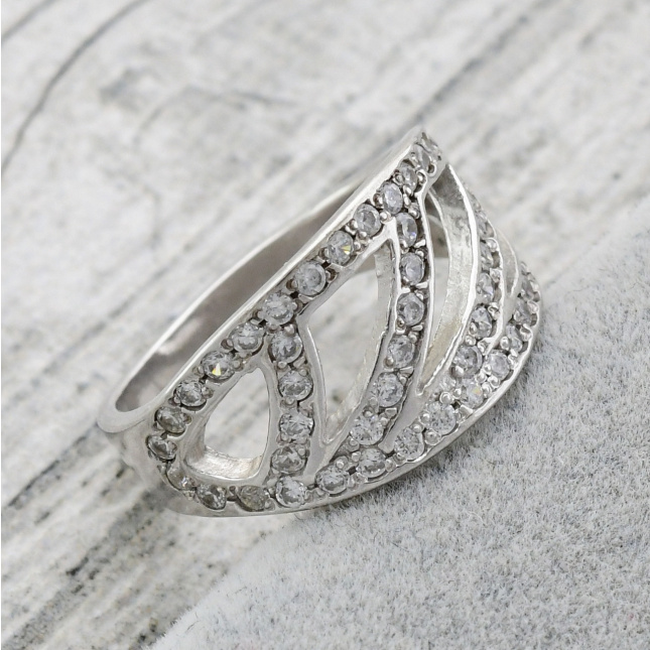 Серебряное кольцо женское Колизей вставка белые фианиты