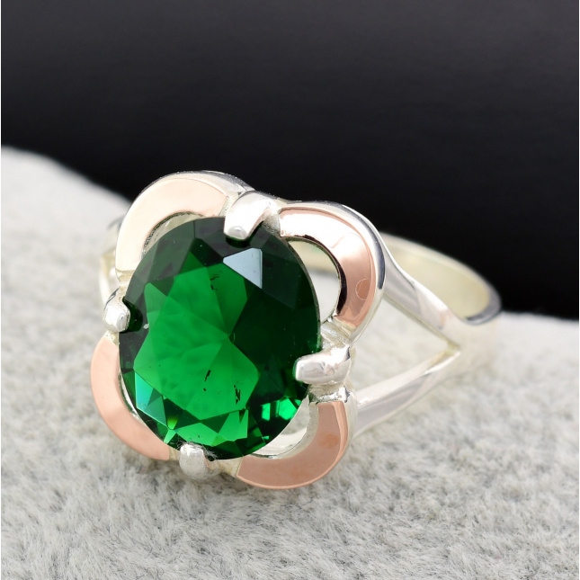 Кольцо серебряное женское с золотом Диана вставка зелёный фианит