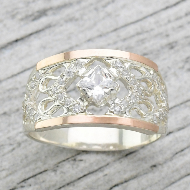 Кольцо серебряное женское с золотом Триумф вставка белые фианиты