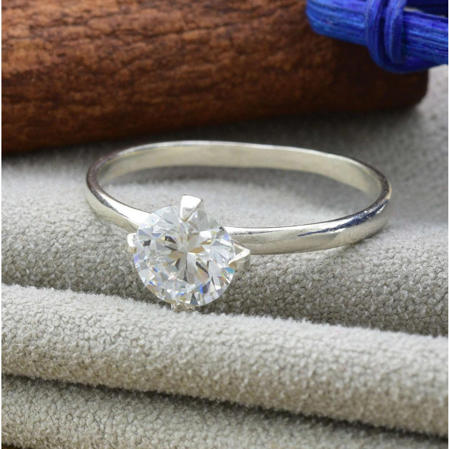 Кольцо серебряное женское Диамантовое белые фианиты