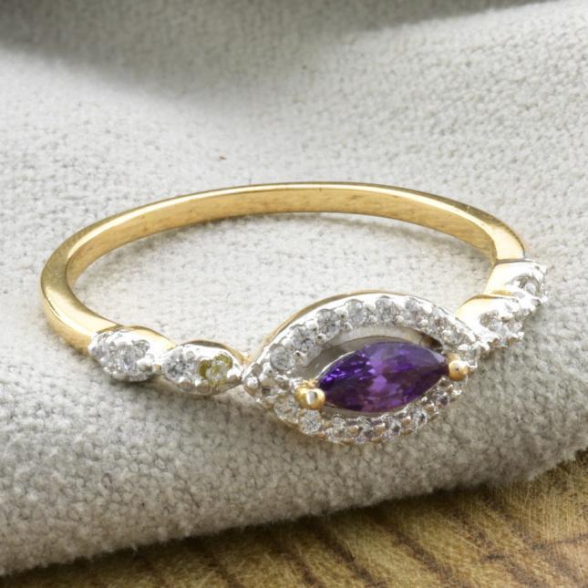 Кольцо Xuping с родированием 13750 ширина 6 мм фиолетовые фианиты позолота 18К