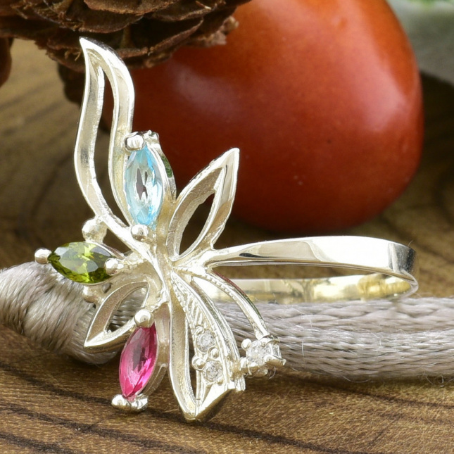 Кольцо серебряное женское Азалия вставка разноцветные фианиты