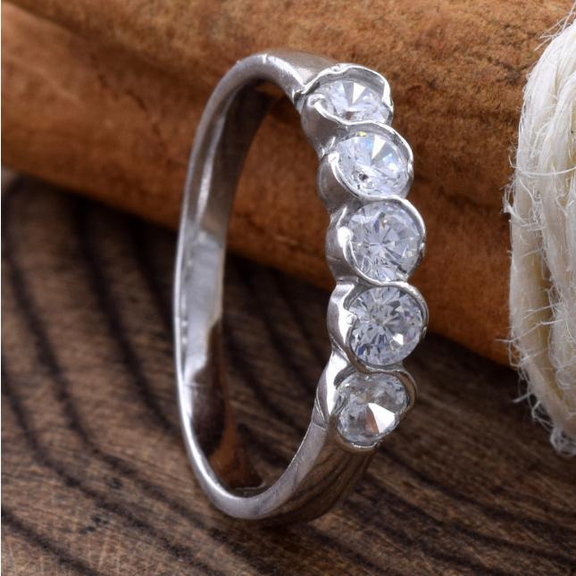 Кольцо серебряное женское Камила вставка белые фианиты