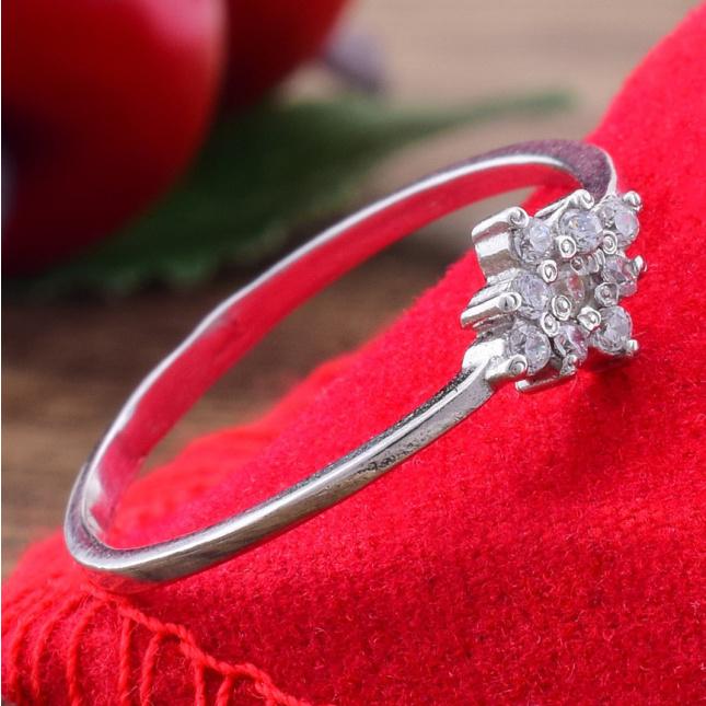 Кольцо серебряное женское Небесная роса вставка белые фианиты