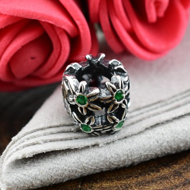 Серебряный шарм Ромашка размер 8х8 мм белые фианиты вес 1.88 г