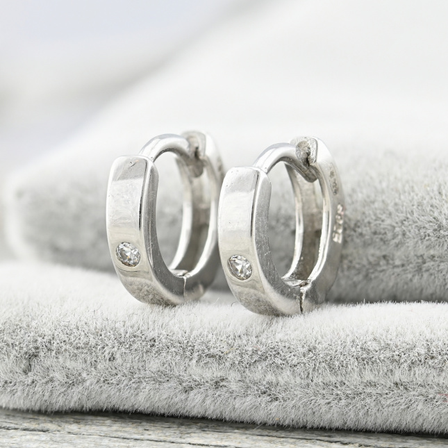 Срібні сережки трохи погнута ззаду ТС520114 розмір 10х3 мм вставка білі фіаніти вага 1.6 г
