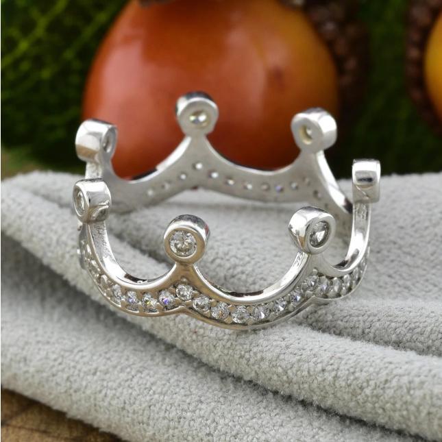 Срібний перстень Корона вага 2.3 г вставка білі фіаніти розмір 18.5
