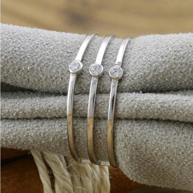Кольцо серебряное женское БС1281 вставка белые фианиты вес 1.5 г размер 17