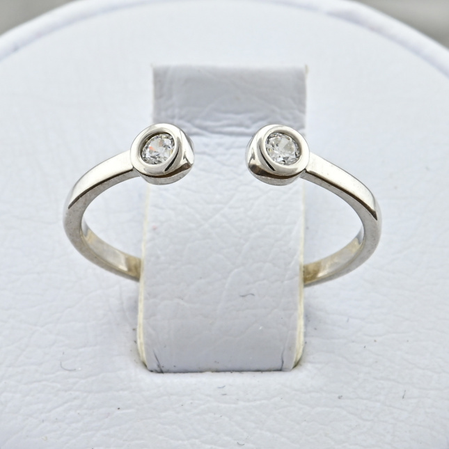 Кольцо серебряное женское Итака вставка белые фианиты вес 0.61 г размер 15.5