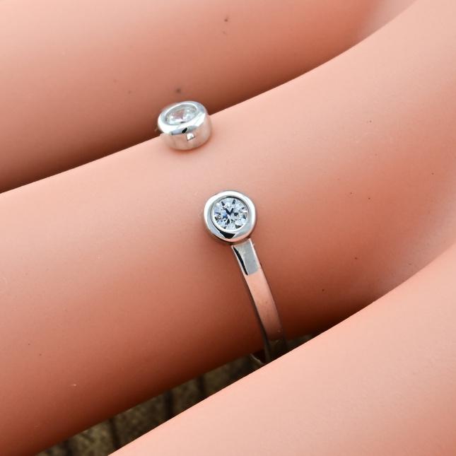 Срібна Каблучка Ітака вставка білі фіаніти вага 0.61 г розмір 16
