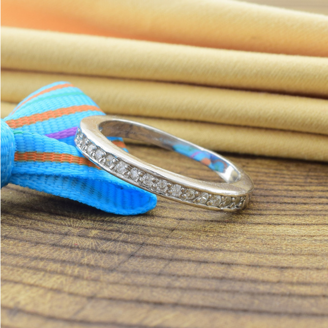 Кольцо серебряное женское Клауди вставка белые фианиты вес 2.15 г размер 15