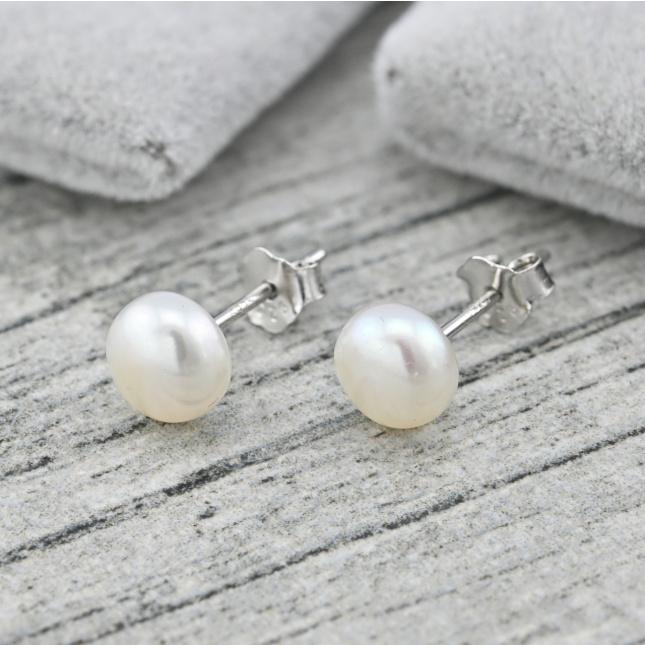 Срібні сережки гвоздики розмір 7х7 мм штучні перли вага 0.8 г